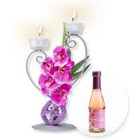 Teelichthalter mit lilafarbener Blumen-Deko und Kirschblüten-Secco