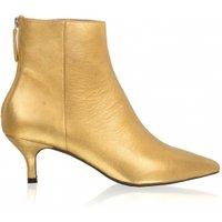 Wil jij opvallen dit seizoen? dan mogen deze eyecatchers van toral niet ontbreken uit jouw schoenen collectie....