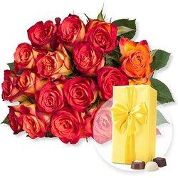 18 gelb-orangefarbene Fairtrade-Rosen und Belgische Pralinen
