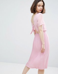 Read more about Monki bow back pleated midi dress - lilac