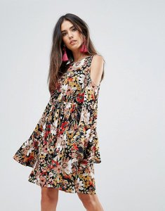 Read more about Club l printed skater dress with flute sleeves - black floral