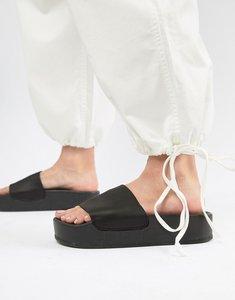Read more about Stradivarius flatform sandal - black