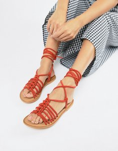 Read more about Asos design fredo suede knotted two part with tie leg - red suede