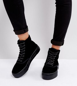 Read more about Monki crushed velvet flatform boot - black