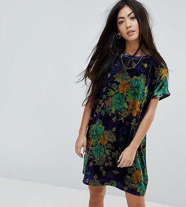 Read more about Glamorous petite oversized t-shirt dress in leafy floral velvet - blue