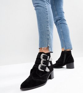 Read more about Asos relieve suede buckle ankle boots - black suede