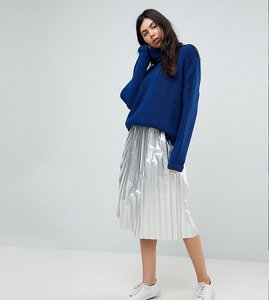 Read more about Noisy may tall metallic pleated skirt - silver