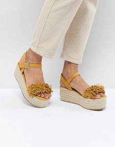 Read more about Pull bear flatform espadrille with tassle front in yellow - yellow