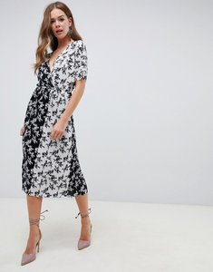 Read more about Asos design mono floral print plisse midi dress with belt - mono floral