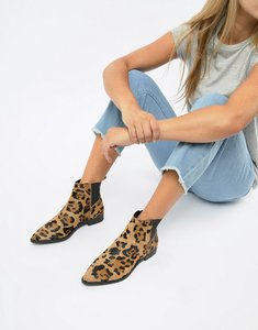 Read more about Asos design atom leather chelsea boots - leopard pony