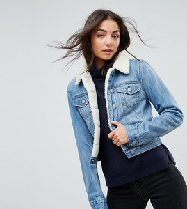Read more about Asos tall denim shrunken borg jacket in tammy midwash blue - midwash blue
