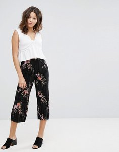 Read more about New look floral plisse crop trousers - black pattern