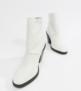 Read more about Asos design elexis leather ankle sock boots - white leather