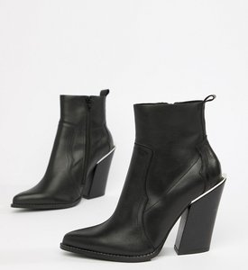 Read more about Asos design premium leather elka western ankle boots - black leather