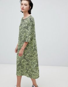 Read more about Weekday floral bell sleeve midi dress in floral print - floral print