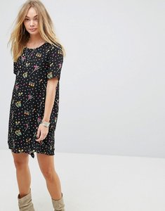 Read more about Glamorous shift dress in sparse floral - black
