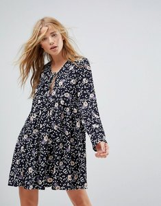 Read more about Glamorous relaxed smock dress in vintage floral - black multi