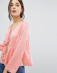 Read more about Glamorous blouse with tassle ties and ruffle hem in floral fabric - light pink pattern