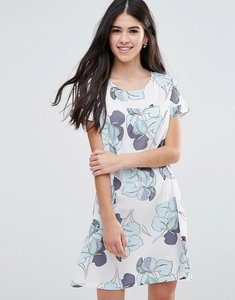 Read more about Traffic people shift dress in large floral print - white blue