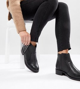 Read more about Asos ample wide fit leather zip ankle boots - black leather