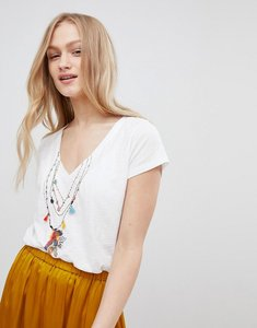 Read more about Leon and harper v-neck t-shirt with tassle motif - white