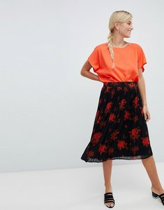 Read more about Vila floral pleated skirt - black