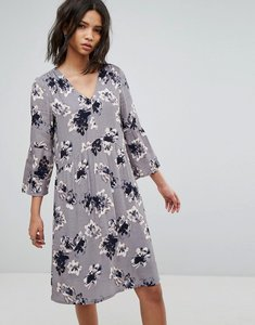 Read more about Soaked in luxury 3 4 sleeve floral shift dress - grey