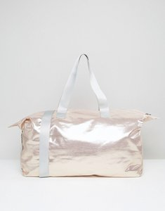 Read more about Asos lifestyle metallic slouchy holdall - rose gold