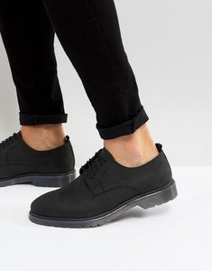 Read more about Asos lace up derby shoes in black leather with ribbed sole - black