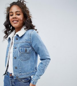 Read more about Asos design tall denim shrunken jacket with borg collar in midwash blue - midwash blue