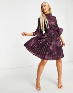 Read more about Chi chi london fluted sleeve mini dress in berry floral-purple