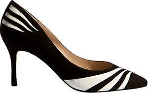 Read more about Karen millen striped pointed toe court shoes black and white