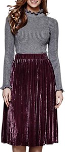 Read more about Yumi pleated velvet midi skirt