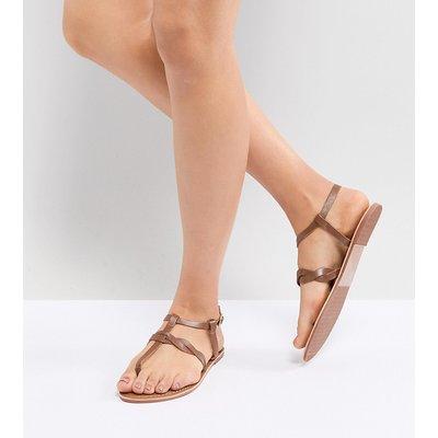 NEW LOOK New Look - Flache Ledersandalen mit gedrehtem Zehensteg - Bronze