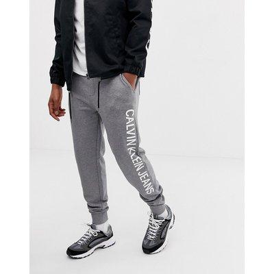 CALVIN KLEIN Calvin Klein Jeans - Institutional - Jogginghose mit seitlichem Logo in Grau - Grau