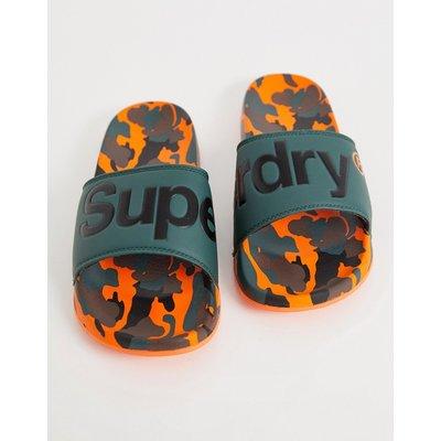 SUPERDRY Superdry - Sliders mit Logo und Military-Muster - Grün
