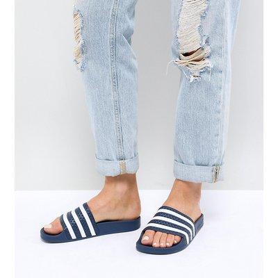 ADIDAS adidas Originals - Adilette - Pantoletten in Marine und Weiß - Navy