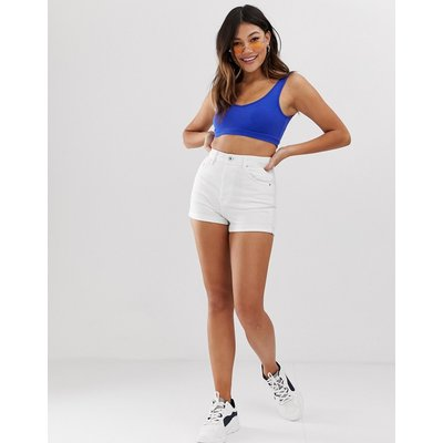 BERSHKA Bershka - Weiße Mom-Shorts mit umgeschlagenem Saum - Weiß