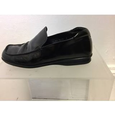PRADA CALF SKIN SHOES - Size: 6 - Black Loafers