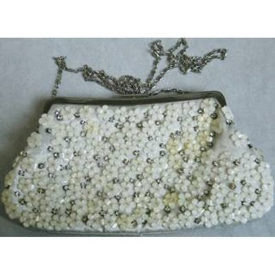 Chi Chi London cream floral beaded clutch bag damaged Chi-Chi - Size: Not specified - Cream / ivory