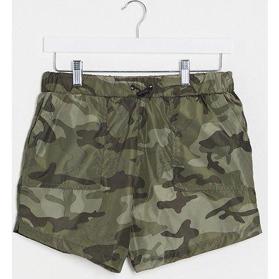 Brave Soul Tall – Utility-Shorts mit Military-Muster in Khaki, Kombiteil-Grün