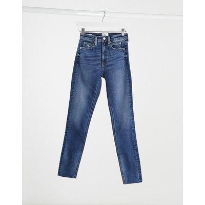 Calvin Klein – Enge Jeans mit hohem Bund in Mittelblau