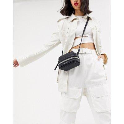 Calvin Klein – Lucy – Kleine Clutch zum Umhängen in Schwarz