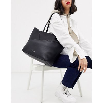 Calvin Klein – Luna – Mittelgroße Einkaufstasche in Schwarz