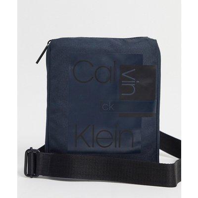 Calvin Klein – Mehrlagige, flache Umhängetasche-Navy