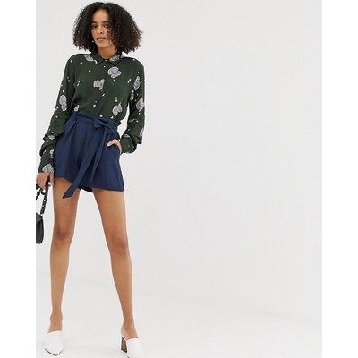 Minimum – Shorts mit geschnürter Taille-Navy