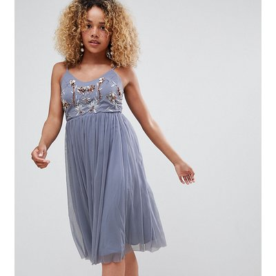New Look Petite – Tüll-Kleid mit Stickerei-Grau