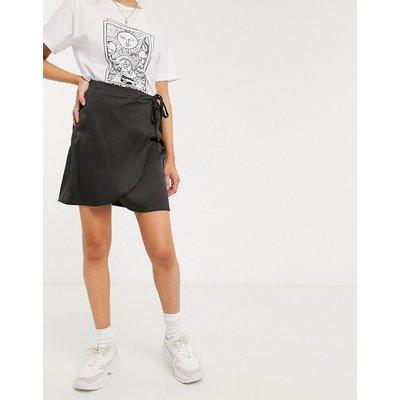 New Look – Wickel-Minirock aus schwarzem Satin