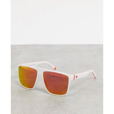Tommy Hilfiger – Eckige Sonnenbrille in Weiß mit Gläsern in Orange