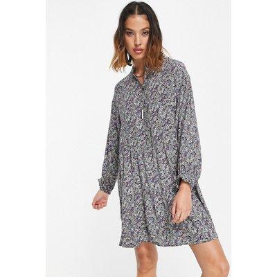 Vero Moda – Gesmoktes Hemdkleid mit Muster-Schwarz   VERO MODA SALE